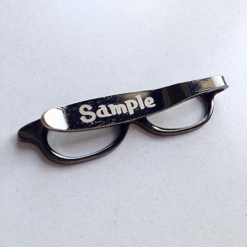 メガネクリップのレーザー印字サンプル